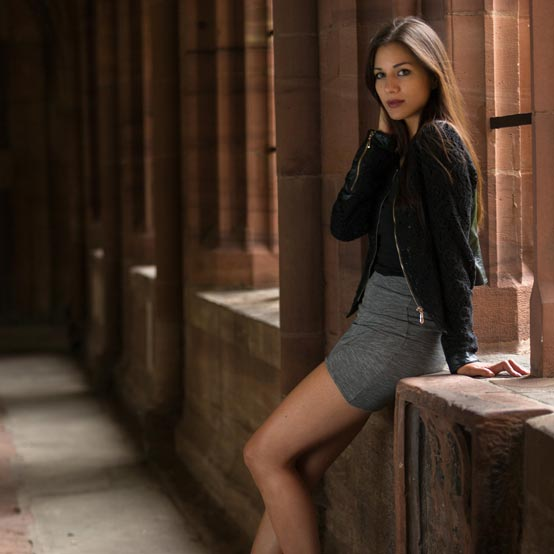 Identifying & photographing indoor locations for portraits