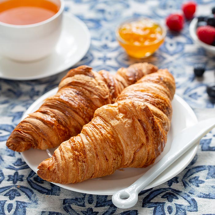 Simple food photography setup – Croissant
