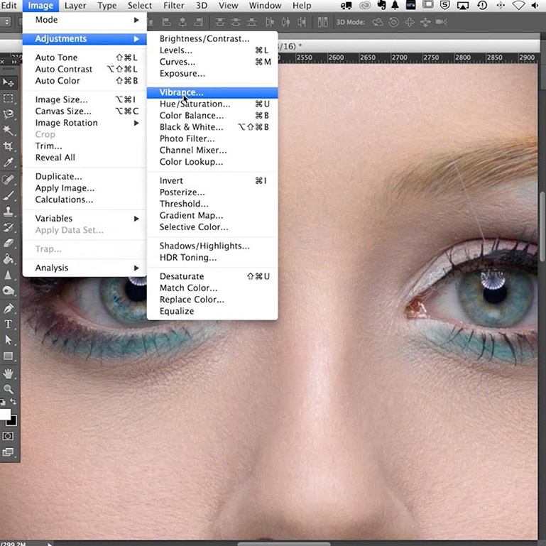 Live Photoshop classes - close-up of face retouching