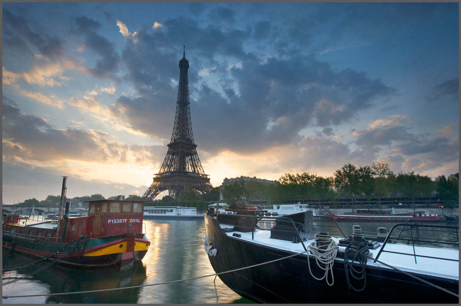 Eiffel Tower sunrise - photography architectural
